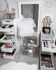 45 Brilliant Makeup Organizer & Storage Ideas for . - 45 Brilliant Makeup Organizer & Storage Ideas for Girls 45 Brilliant Makeup Or - Makeup Room Decor, Makeup Rooms, Makeup Desk, Makeup Studio Decor, Makeup Box, Diy Makeup Chair, Makeup Vanity Decor, Beauty Room Decor, Makeup Tables