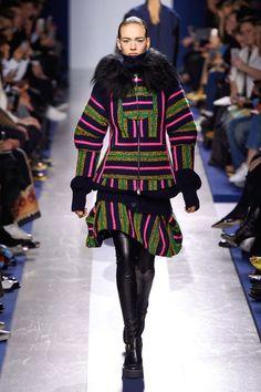 Sacai at Paris Fashion Week Fall 2015 - Runway Photos Winter Fashion 2015, Fashion Week, High Fashion, Fashion Show, Autumn Fashion, Fashion Trends, Paris Fashion, Runway Fashion, Style Fashion