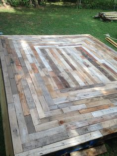Floating deck made from reclaimed pallet wood