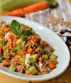 Insalata di farro con zucchine carote e stracchino verticale