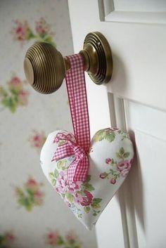 Macetero sobre olla Cottage Shabby Chic bucles cintas corazón blanco nuevo