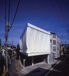 shigaru ban's curtain wall house