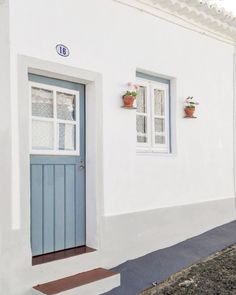 Casa na aldeia, Albernoa, Alentejo. Portugal Places To Visit, Fishermans Cottage, Latest House Designs, Beach House Decor, Home Decor, Exterior Doors, My Dream Home, Ideal Home, Decoration