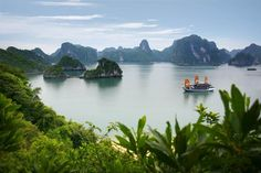 Ha Long Bay is one of the best vacation destinations which located at the northern Vietnam which is 105 mi (about east of Hanoi, Vietnam. Ha Long Bay is Vietnam Voyage, Vietnam Travel, Asia Travel, Places Around The World, Travel Around The World, Places To Travel, Places To See, Travel Destinations, Wonderful Places