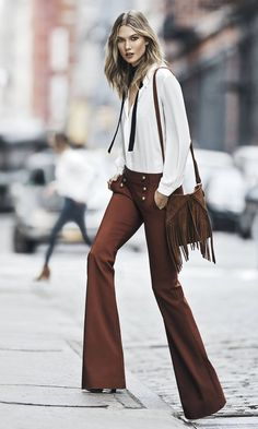 "VS blonde hottie Karlie Kloss is seen on the streets of NYC putting up the ""Wear to work"" look for Express. Her looks in the street are . Indie Fashion, Look Fashion, Retro Fashion, Autumn Fashion, Gypsy Fashion, Fashion Trends, Indie Mode, 70s Mode, Looks Chic"