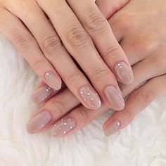 False nails have the advantage of offering a manicure worthy of the most advanced backstage and to hold longer than a simple nail polish. The problem is how to remove them without damaging your nails. Classy Nails, Simple Nails, Trendy Nails, Nails 2018, Neutral Nails, Neutral Wedding Nails, Simple Wedding Nails, Bridal Nails, Super Nails