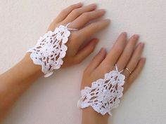 White Crochet Lace Gloves Fingerless Hand jewelry by Lasunka, €10.00