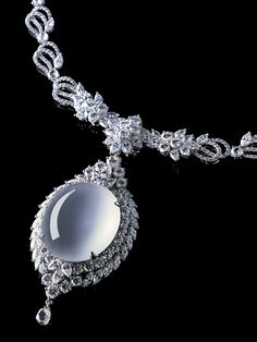 Diamond and colorless transparent jadeite pendant necklace. Diamonds and colorless transparent jadeite represent western and oriental cultures. When designers put them together, they balance each other in luster, texture, and transparency. Photo courtesy Zhaoyi Xintiandi Co. Ltd.