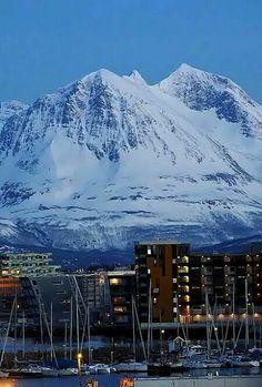 Tromso bella cittadina del nord della Norvegia dove si può ammirare la sua cattedrale con la vetrata più grande d'Europa. Irma Sironi