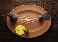 Paper Artworks by Mauro Seresini  Italian paper-artist Mauro Seresini offers us a great series of handmade seafood dishes made of paper from crab to lobster. Find out more on his website.       #xemtvhay