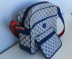Reserved! Gucci vintage unisex messenger bag with attachable wallet