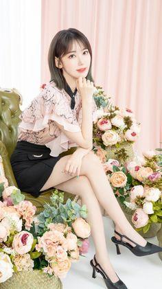 Beautiful Asian Women, Beautiful People, Sakura Miyawaki, Chuu Loona, Fandom, Japanese Girl Group, K Idol, Jennie Blackpink, Bridesmaid Dresses