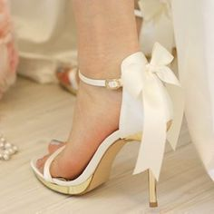 Wedding Shoes | The Wedding Pin #weddingshoes