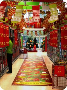 aisles Christmas graphics, chain stores, pinned by Ton van der Veer