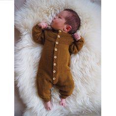 Anker's Onesie pattern by PetiteKnit , Baby Knitting Patterns, Knitting For Kids, Knitting For Beginners, Handgemachtes Baby, Baby Kind, Diy Baby, Knitted Baby Clothes, Baby & Toddler Clothing, Onesie Pattern
