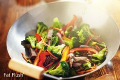 Broccoli Beef Stir-Fry Recipes This tasty and colorful Broccoli Beef Stir-Fry only needs to be accompanied by a bowl of steamed rice for a quick and delicious meal. Healthy Snacks, Healthy Eating, Healthy Recipes, Wok Recipes, Diabetic Recipes, Beef Stir Fry, Broccoli Beef, Asian Broccoli, Cooking Wine