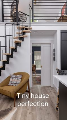 Tiny House Big Living, Tiny House Loft, Modern Tiny House, Small House Design, Small Living, Tiny Loft, Tiny House Bedroom, Best Tiny House, Furniture For Small Spaces