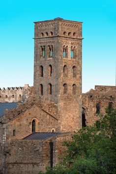Sant Pere de Rodes | Girona. Catalunya Great Places, Beautiful Places, Places To Visit, Travel Pictures, Travel Photos, Girona Spain, Romanesque Art, Barcelona Travel, Spain And Portugal