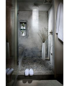 Delancey Street Loft by Melissa Winn Interiors  #melissawinninteriors #sanfrancisco #apartment #loft #bathroom #shower #interior #interiors #interiordesign #design #architecture @homeadore