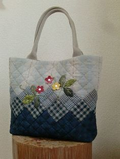 +petit+ Patchwork Bags, Quilted Bag, Recycled Denim, Denim Purse, Bolsas Jeans, Recycle Jeans, Tote Handbags, Reusable Tote Bags, Sewing Projects