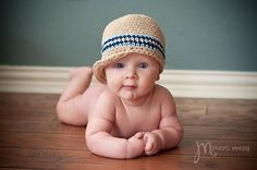 Start collecting baby hats for these kind of portraits.  Because this is freakin' adorable! #babies