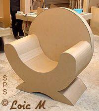 fauteuil en carton brut Cardboard Chair, Diy Cardboard Furniture, Diy Barbie Furniture, Cardboard Design, Paper Furniture, Cardboard Crafts, Funky Furniture, Handmade Furniture, Furniture Projects