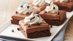French Silk Brownies A classic pie takes a new shape, guaranteed to satisfy the biggest chocoholics! A fudge brownie layer is topped with silky chocolate filling and finished off with picture-perfect sweet whipped cream swirls that everyone will fall for. Just Desserts, Delicious Desserts, Dessert Recipes, Impressive Desserts, Fall Desserts, Cake Recipes, Fudge Brownies, Brownie Bar, Chocolate Brownies