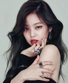 fierce stare there Jennie ❤
