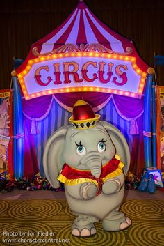 Information about Dumbo (Jumbo Jr) and pictures of Dumbo including where to meet them and where to see them in parades and shows at the Disney Parks (Walt Disney World, Disneyland, Disneyland Paris, Tokyo Disneyland) Walt Disney, Disney Love, Disney Magic, Disney Art, Disney Pixar, Disney Stuff, Disneyland Costumes, Disney Costumes, Disney World Characters