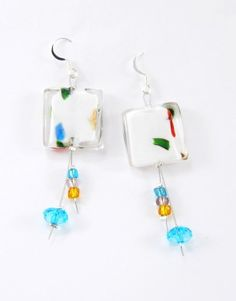€8,50 Σκουλαρίκια με ατσαλόσυρμα.γυάλινη χάντρα στη μέση και μικρές πολύχρωμες χάντρες που κρέμονται στο τέλος,Τα γατζάκια ειναι nickel free. Earring Tutorial, Drop Earrings, Jewelry, Jewlery, Jewerly, Schmuck, Drop Earring, Jewels, Jewelery
