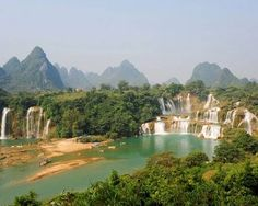 Detian-Ban Goic Falls - this breathtaking spectacle straddles the Sino-Vietnamese border ~