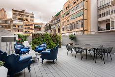 Terraza de diseño en un piso del Eixample Dreta de Barcelona | Sincro #terrazas #Barcelona #exterior  #exteriordesign #exteriorideas #verticalgarden