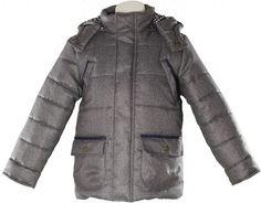 Abrigo tipo trenka para niño de puñonUna prenda muy comoda y muy abrigaditano pesa y abriga muchocolor gris oscuro con remates en marinoGran calidadMarca Miranda