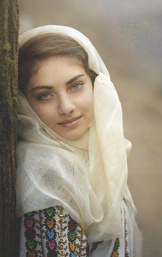 Ileana from Hunting Prince Dracula. ROMANIAN GIRL by Daniel Kitu - People Portraits of Women ( expressive, eyes, posture ) Beautiful Eyes, Beautiful People, Beautiful Women, Beautiful Hijab, Beautiful Images, Romanian Women, Romanian People, Beauty Around The World, Muslim Women