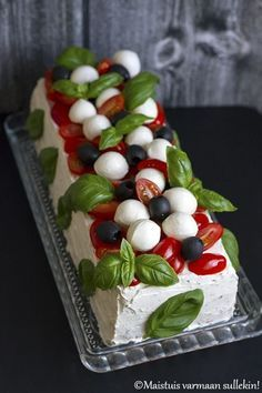A sandwich cake is a snack that you like . - Sandwich Cake – An Appetizer That Likes … – # Sandwich # which - Food Platters, Food Dishes, Finger Food Appetizers, Appetizer Recipes, Sandwich Torte, Good Food, Yummy Food, Fun Food, Food Garnishes