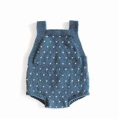 Inmyclosetgr: Knitted Overalls In Gray - DIY & Crafts Knitting For Kids, Baby Knitting Patterns, Baby Patterns, Knitted Baby Clothes, Knitted Romper, Baby Outfits, Kids Outfits, Pull Bebe, Diy Bebe