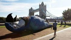 London Celebrates The Monty Python Reunion By Putting A Dead Parrot In Potters Field Park. I got to see the show in London and it was AMAZING! Monty Python, Guerilla Marketing, Street Marketing, Viral Marketing, Online Marketing, Adventure Time Cosplay, The Meta Picture, British Comedy, British Humor