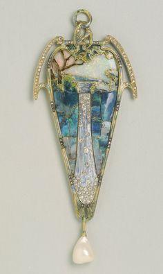 Cascade Pendant by Georges Fouquet, c.1900.