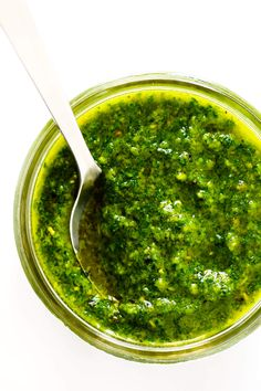 Learn how to make pesto with this classic Italian fresh basil pesto recipe. It's easy to make in the blender or food processor, and perfect for using as a pesto sauce for pasta, pizza, chicken, potatoes. Fresh Basil Pesto Recipe, Basil Pesto Recipes, Easy Pesto Recipe, Recipes With Basil, Sauce Blender, Lemon Basil Pesto, Basil Pesto Chicken, Basil Pasta, Drink Recipes