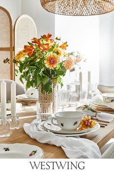 The Westwing mission is to inspire and make every home a beautiful home. Beautiful Space, Beautiful Homes, Present Christmas, The Grinch, Come Dine With Me, Table Settings, Table Decorations, Dining, Yurts