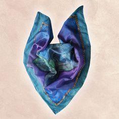 """Elegantná hodvábna šatka """"Kvet Horec"""" z prírodného hodvábu, veľmi jemná na dotyk.  Hodvábna šatka s olejomaľbou inšpirovaná moderným umením. Dodajte aj jednoduchému outfitu eleganciu a luxus.V dnešnej dobe je trh presýtený množstvom nudných, neoriginálnych a opakujúcich sa darčekov, tzv. """"gíčov"""". My Vám ponúkame ručne maľované originálne šatky, šály a kravaty, vyrobené s precíznosťou na profesionálnej úrovni, ktoré záujmu a potešia každého…"""