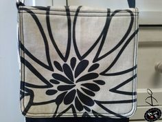 Bolso-bandolera diseñado por Plan B para que transporte tu Ipad o Tablet de forma segura ¡Original, artesanal, hecha para ti!