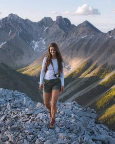 This is my favourite mountain in the Canadian Rockies (possibly in the world). It is short and extremely steep and has just enough exposure… Cute Hiking Outfit, Summer Hiking Outfit, Summer Outfits, Wander Woman, Hiking Photography, Hiking Fashion, Camping Car, Outdoor Outfit, Trekking