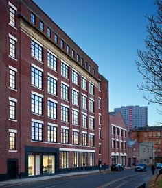 A variety of glazing systems from leading architectural aluminium supplier Kawneer have met a host of design and performance criteria for the £14million remodelling of two key buildings at the University of Strathclyde.