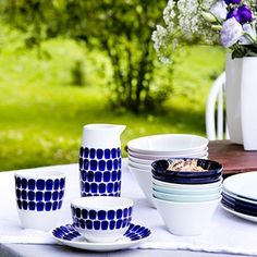 Arabia Tuokio Dinnerware A classic collection gets a fresh face. As the name suggests, is meant to be used daily, but the line also carries the charm of fine china. It was originally designed by Heikki Orvola for his own u. Scandinavian Home Interiors, Nordic Interior, Modern Dinnerware, Kitchenware, Tableware, Mid Century Modern Kitchen, Scandi Style, Food Containers, China Porcelain