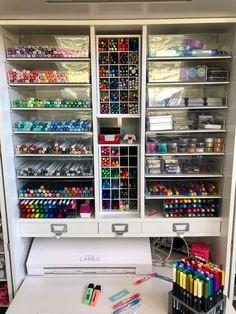 Craft Room Organisation, Craft Room Storage, Paint Organization, Medicine Organization, Art Studio Room, Art Studio At Home, Study Room Decor, Room Ideas Bedroom, Art Supplies Storage