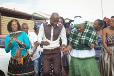 Paballo's world: Mr & Mrs Nxumalo - Traditional Wedding Traditional African Clothing, Mr Mrs, Traditional Wedding, Happy New, Brides, Clothes, Outfits, Clothing, Clothing Apparel