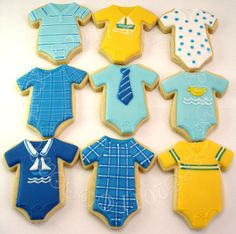Cute and clever onesie cookies – whether for a boy or girl, baby shower or birthday party, these cookies are sure to go down a storm. Baby Boy Cookies, Onesie Cookies, Baby Shower Cookies, Fancy Cookies, Cute Cookies, Monkey Cookies, Shower Bebe, Baby Boy Shower, Baby Showers