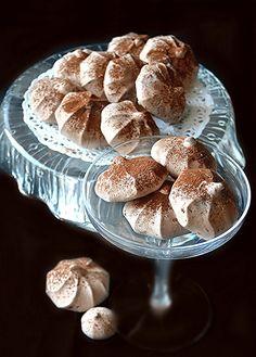 Anche oggi care amiche, dopo le meringhe presentate nell'ultimo post per l'aceto  balsamico di Modena (farcite con crema di marroni),  ...