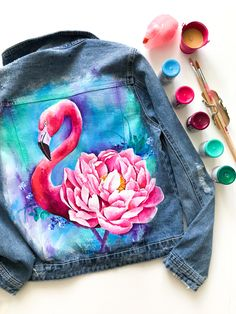 Acrylic paint on denim jacket painting with acrylic paints. Acrylic paint on denim jacket painting with acrylics painting Acrylic paint on denim jacket portray acrylic paints… Painted Denim Jacket, Painted Jeans, Painted Clothes, Neon Jeans, Diy Jeans, Diy Clothing, Custom Clothes, Denim Kunst, T Shirt Painting